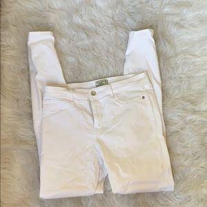 Like new- white stretch skinny jeans 6L